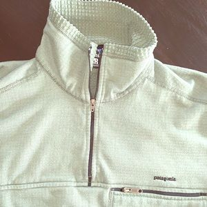 Patagonia men's size small zip pullover